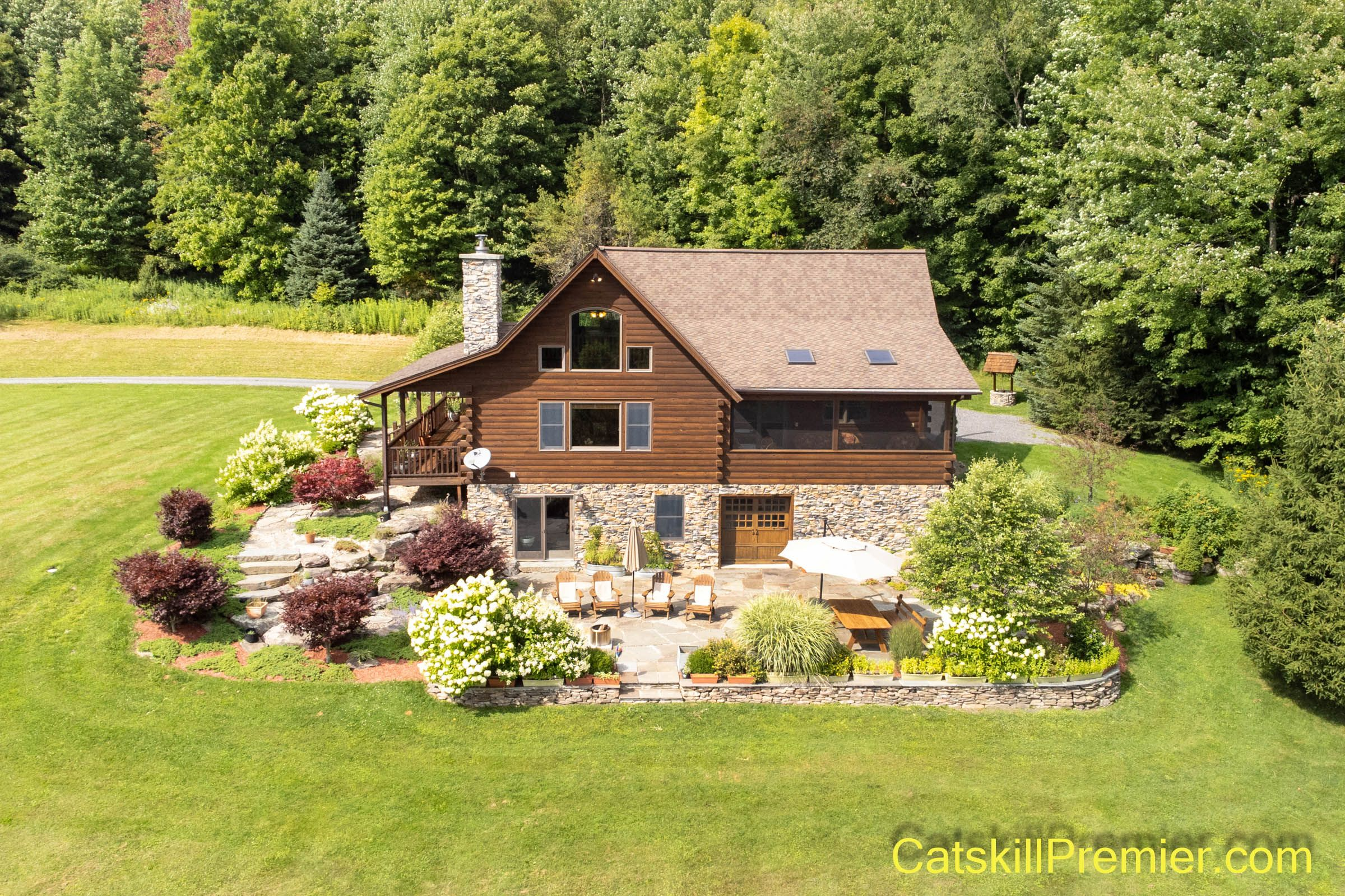 Spectacular PRIVATE SETTING with Amazing VIEWS - PRIVATE 2003 Log Home with BIG VIEWS